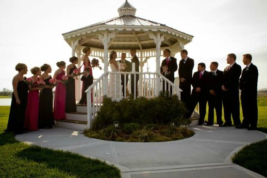 Mellon's Community Banquet Hall & Country Cottages: Gazebo