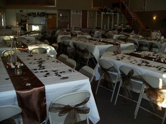 Mellon's Community Banquet Hall & Country Cottages: Inside Mellon's banquet hall