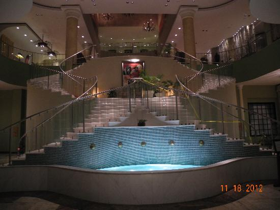 Iberostar Rose Hall Suites: Lobby staircase
