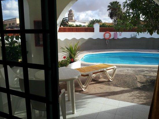 Bungalows Neptuno:                   zwembad vanuit kamer