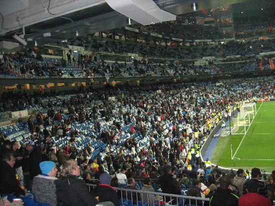 Awesome fans picture of stadio santiago bernabeu madrid for Puerta 23 bernabeu