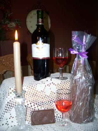 Mellon's Community Banquet Hall & Country Cottages: Wine and roses