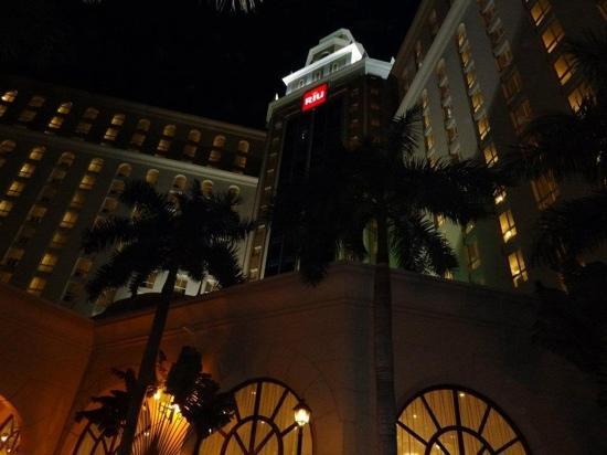 Hotel Riu Cancun: fachada de frente