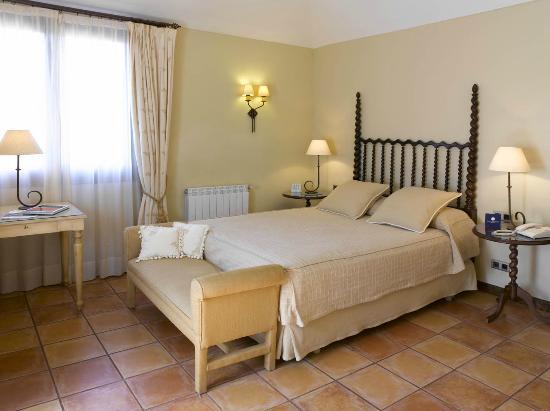 กัสเตลเดอเฟลส์, สเปน: Habitación clásica / Classical Style Room
