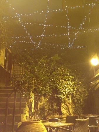 The Champion, Notting Hill: Esterno