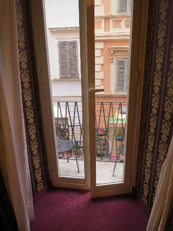 รีเลสเตรวิ41: View from our room and terrace