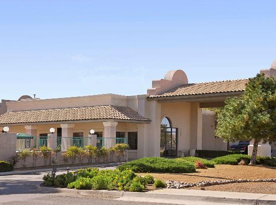 Arizona Inn: Entrance