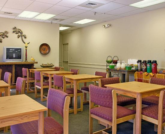 Arizona Inn: Breakfast Area
