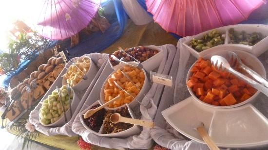 Embarc Zihuatanejo: Sunday Buffet