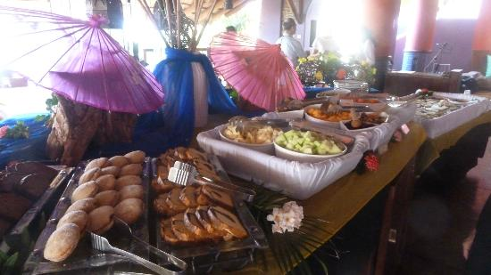 Embarc Zihuatanejo : Sunday Buffet