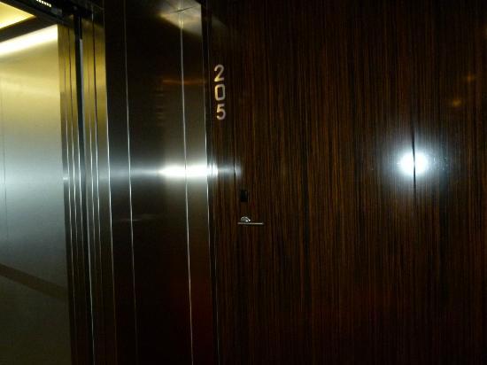 Ako Suite Hotel: Room Door