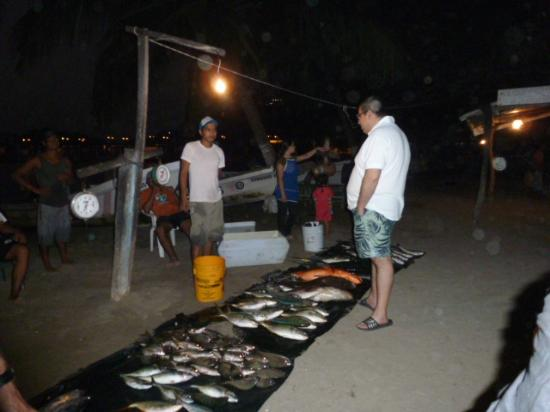 Embarc Zihuatanejo : Chef buying fresh fish