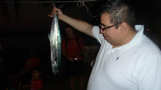 Embarc Zihuatanejo: Chef Edgar inspecting the fish
