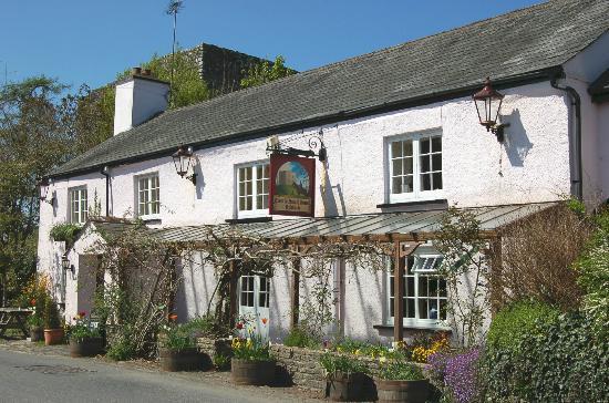 Lydford Castle & Saxon Town: Cottages & the village pub