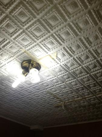 Hotel Iguazu Royal: Ceiling which was held up by tape