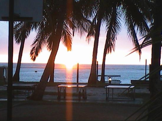 La Pirogue Resort & Spa: Tramonto sulla spiaggia