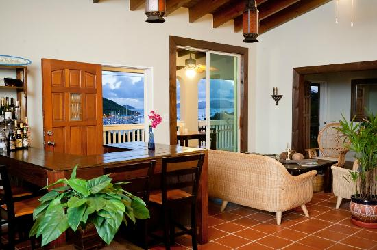Two Sandals by the Sea Inn - Bed & Breakfast : Bar - Happy Hours
