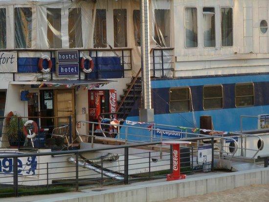 Eastern Comfort Hostelboat: Eingang zum Hauptschiff