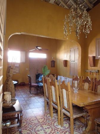 Casa Portal de Getsemani : living room. Breakfast table