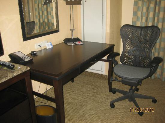 Hilton Garden Inn Washington DC / Bethesda: Business Desk