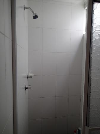 Akel House Hostel: shower