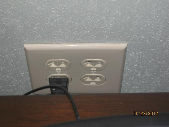 Hilton Garden Inn Washington DC / Bethesda: 4 plug socket