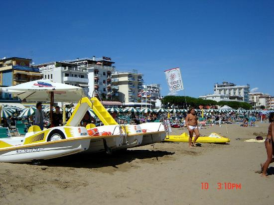 Imperia Hotel : Beach view