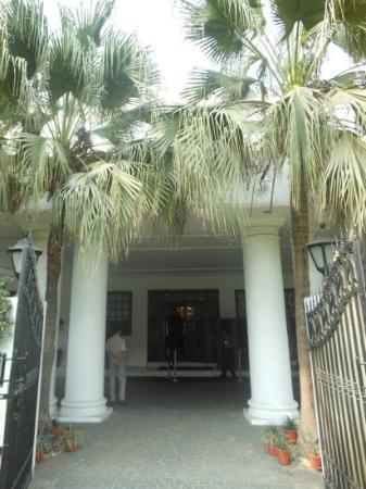 Vivanta Ambassador, New Delhi: Outside the hotel