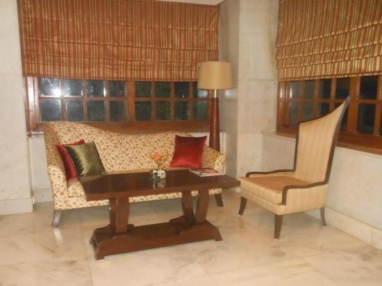 Vivanta Ambassador, New Delhi: Lobby area