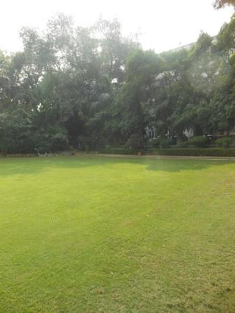 Vivanta by Taj - Ambassador, New Delhi: Garden area