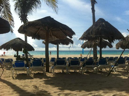 Sandos Playacar Beach Resort: View from the Adults Only section of the beach.