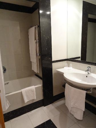 Hotel Londra And Cargill : Bathroom