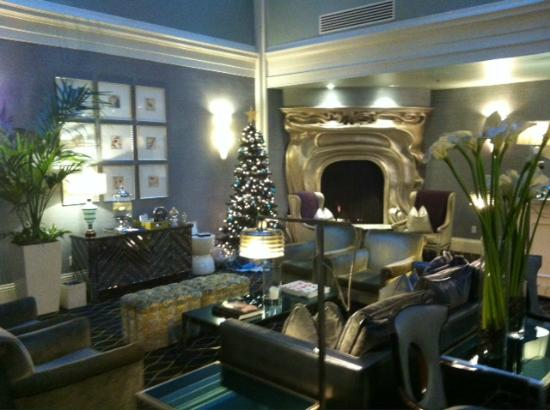 Galleria Park Hotel: Lobby decorated for Christmas