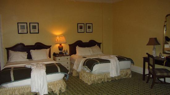 Bedroom, 2 queen beds