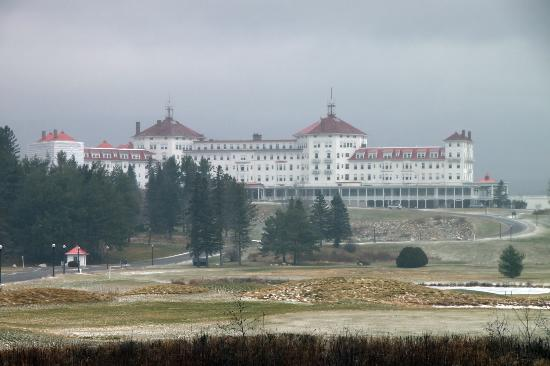 Omni Mount Washington Resort: The hotel from route 302