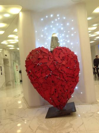 Boscolo Milano, Autograph Collection: Lobby area-- a beautiful heart sculpture!