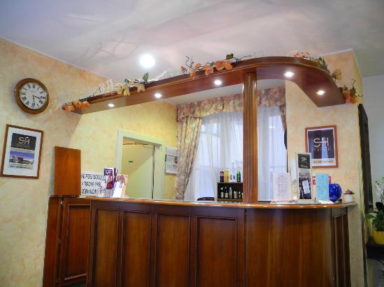 Hotel Melantrich: Стойка ресепшн