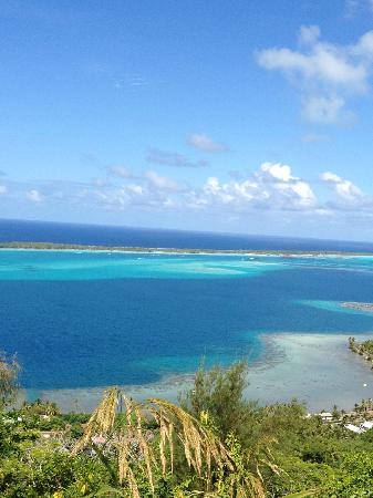InterContinental Bora Bora Le Moana Resort : View from mountain to motu