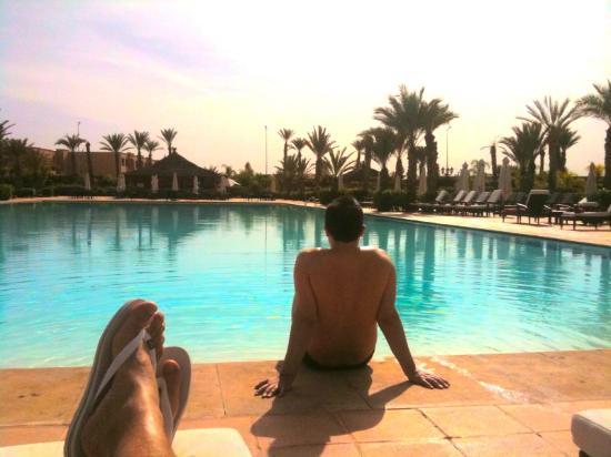 SENTIDO Kenzi Menara Palace: relaxing by the pool! sunny or cloudy it's heaven!
