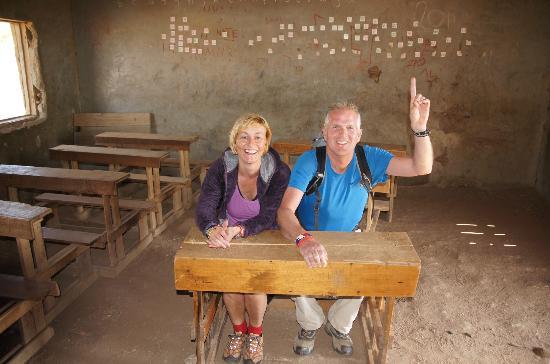 Maji Moto Eco Camp: Schooltje bezocht welke gesteund wordt door EoA