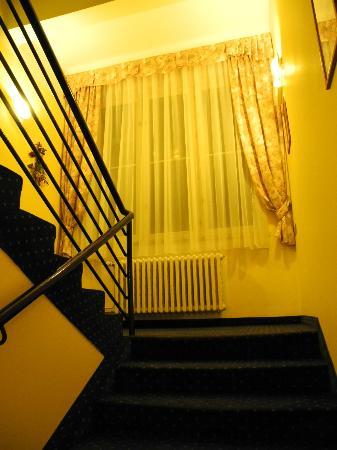 โรงแรมเมรันทริช: Лестница между 2 и 3 этажами