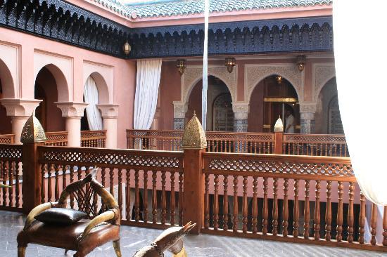 La Sultana Marrakech: l'interieur du riad avec chambres autour