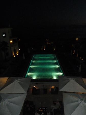 جراند ريال فيلا إيطاليا: la piscine de nuit depuis la chambre 