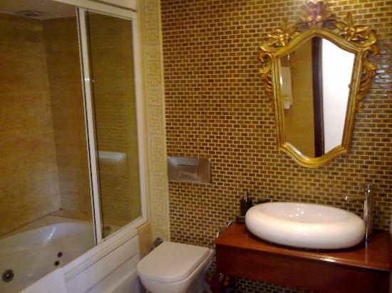 Villa Pasha Hotel: Bad mit Whirlpool 