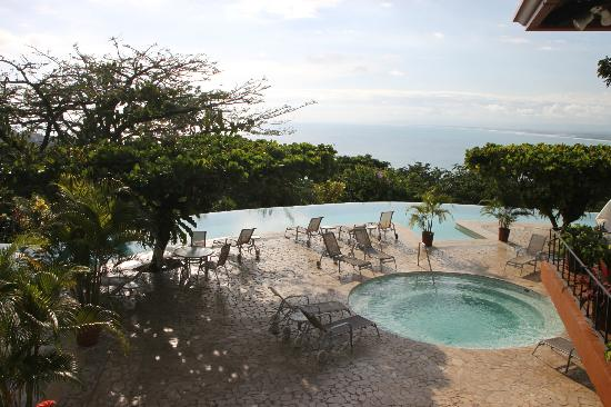 La Mariposa Hotel: View of pool and hot tub