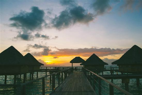 InterContinental Bora Bora Le Moana Resort: sunrise