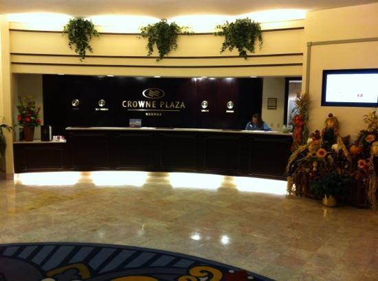 DoubleTree by Hilton Nashua: lobby check in