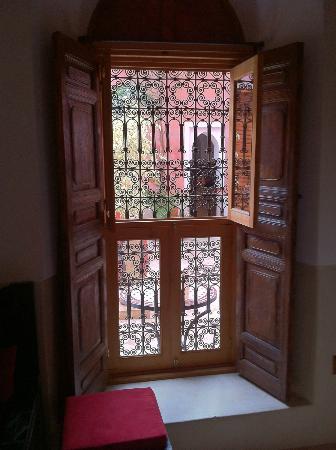 Riad Alili: Des portes et fenêtres travaillées