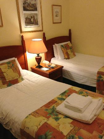 "Tregenna Castle Resort: ""Luxury"" bedroom with 30 year old bedding"