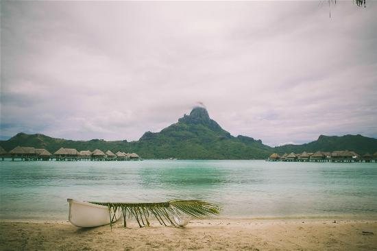 InterContinental Bora Bora Resort & Thalasso Spa: gorgeous view from the beach